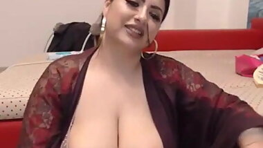 Big chubby Indian plays with her pussy on cam