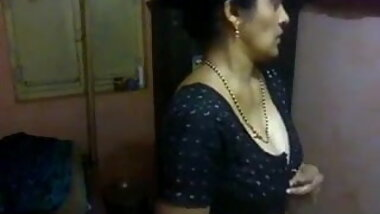 Beautiful tamil aunty changing dress