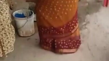 Desi silk saree aunty ass Captured